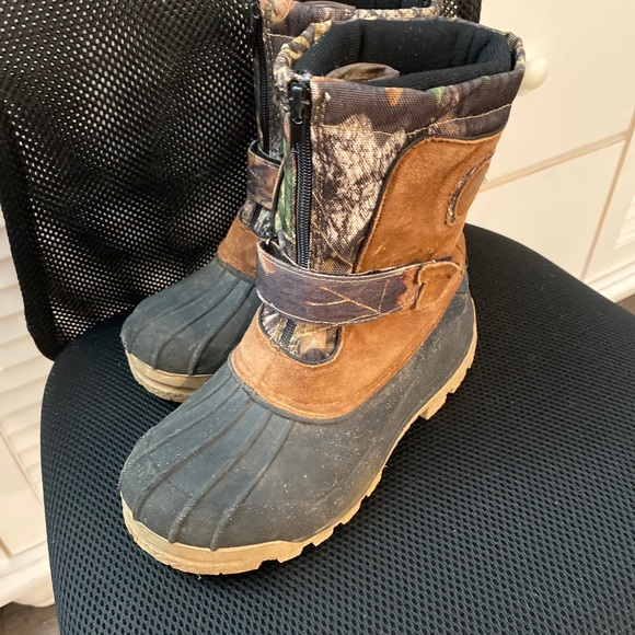 Ozark Trail Shoes   Bogo Youth